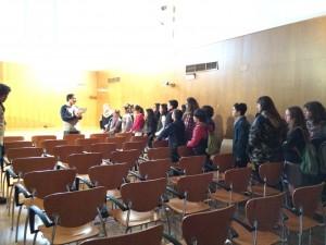 El Director del Conservatorio de Jerez orientando y guiando a los aspirantes